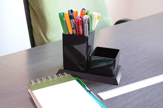 Porta-canetas para escritório.