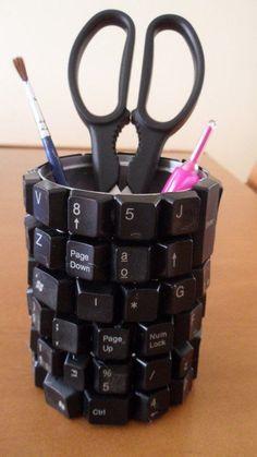 Porta-canetas criativo.