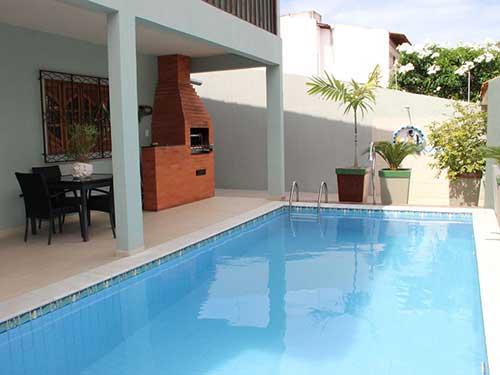 piscina grande em varanda pequena
