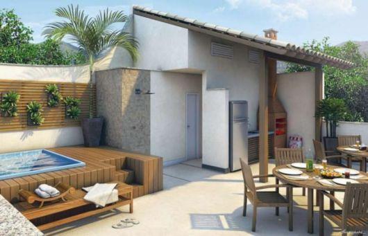 Deck de madeira para piscina e área gourmet pequena