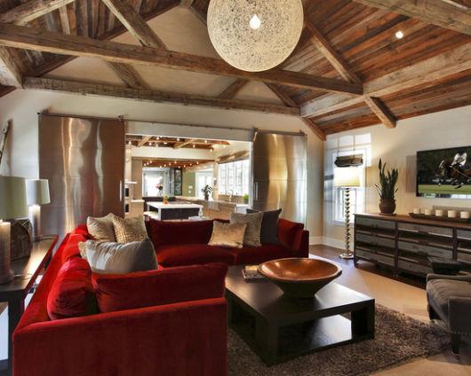 decoração com sofá de veludo
