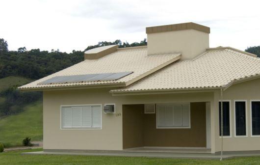 casa com telhado marfim
