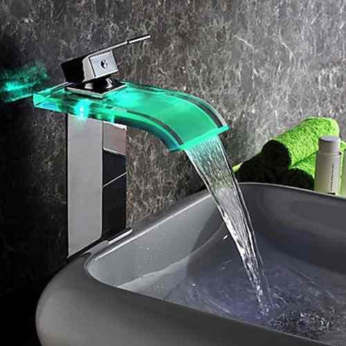 Torneira super moderna com LED verde água