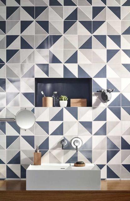 banheiro azul-marinho
