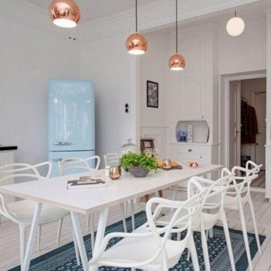 Cadeira branca para cozinha