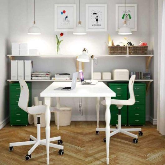 Cadeira branca para escritório