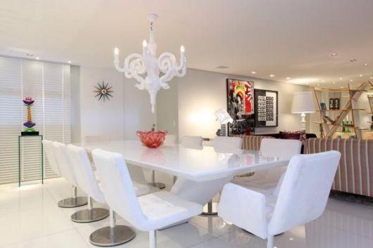 Cadeira branca para sala de jantar