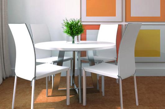 As cadeiras brancas têm design moderno