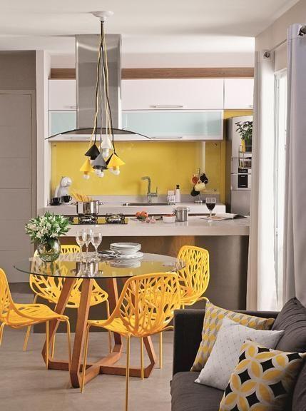 Cadeiras amarelas modernas