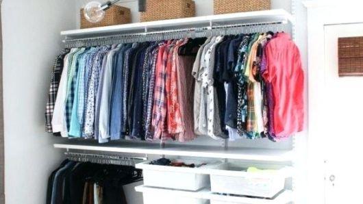 closet suspenso com arara para camisas sociais