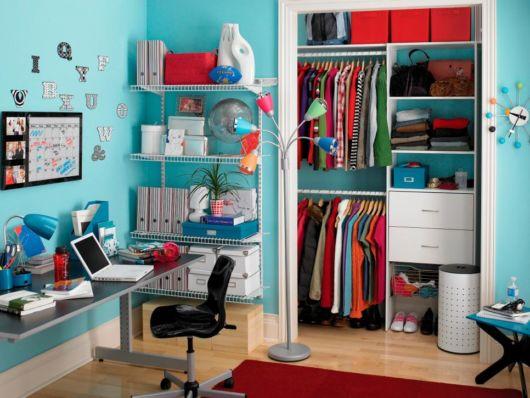 closet suspenso infantil em quarto azul