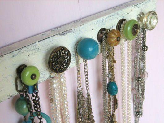 Organizador de colares para parede