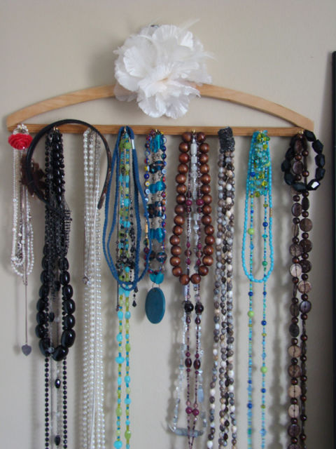 Cabide para organizar colares