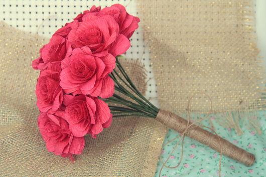 Buquê de rosas de papel crepom