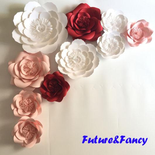 Rosas gigantes de papel para decorar festas