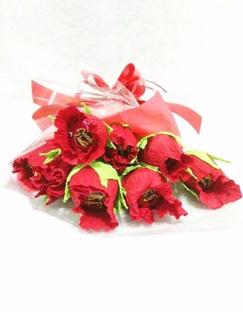 As rosas de papel crepom podem ser feitas para lembrancinhas