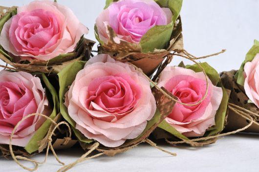 Modelos de rosas super realistas de papel crepom
