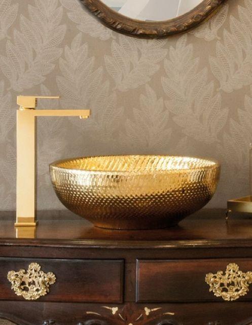 Modelos de torneiras com a cor dourada