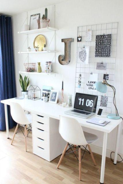 home office com escrivaninha branca