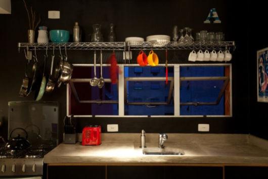 prateleira de metal cozinha