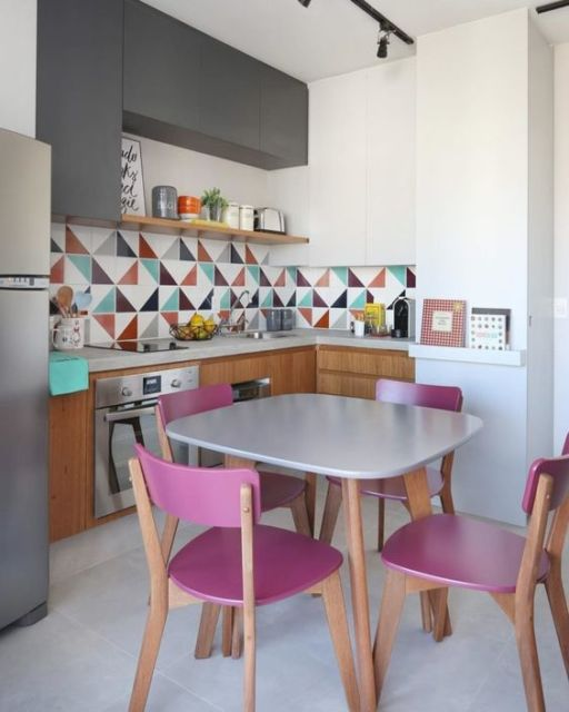 cozinha com mesa quadrada