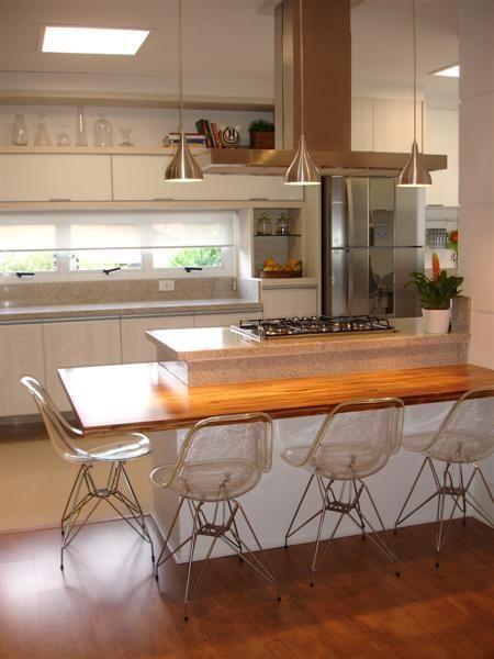 cozinha com coifa e cooktop