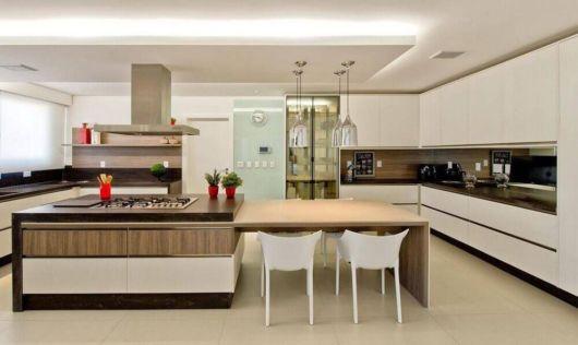 cozinha com ilha central