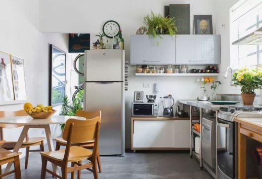 cozinha simples com mesa