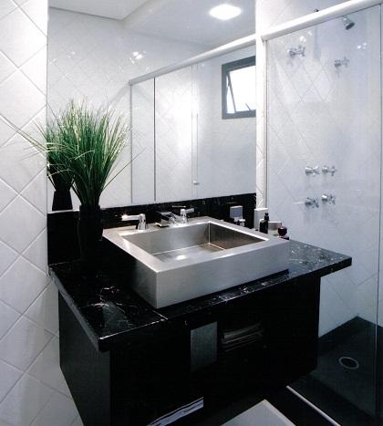 banheiro com cuba de apoio de inox