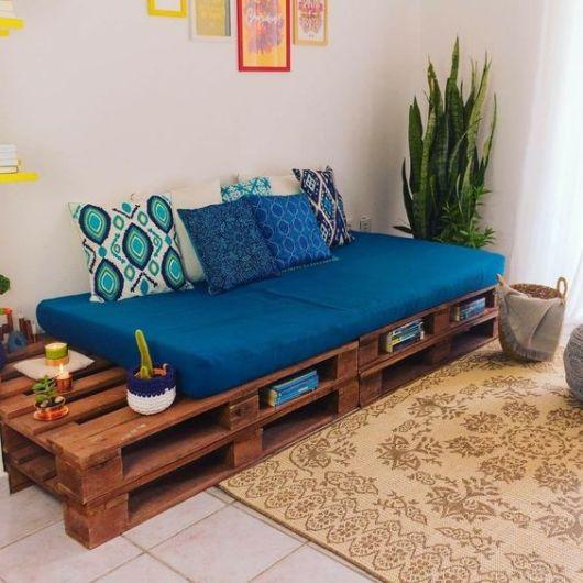 sala com sofá de pallet