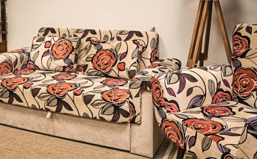 sofá estampado