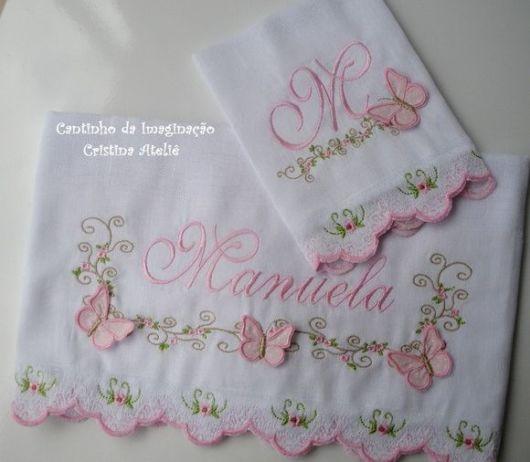 Fraldas bordadas: com nome Manuela
