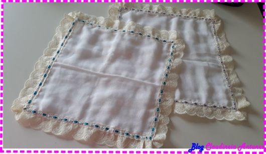 Fraldas bordadas: com fita