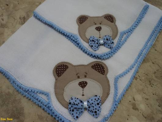 Fraldas bordadas com patchwork: ursinho