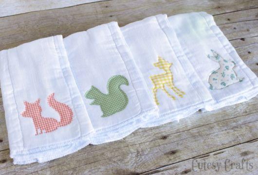Fraldas bordadas com patchwork: esquilo