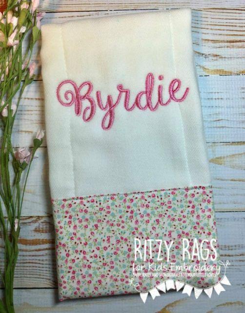 Fraldas bordadas: com nome para menina
