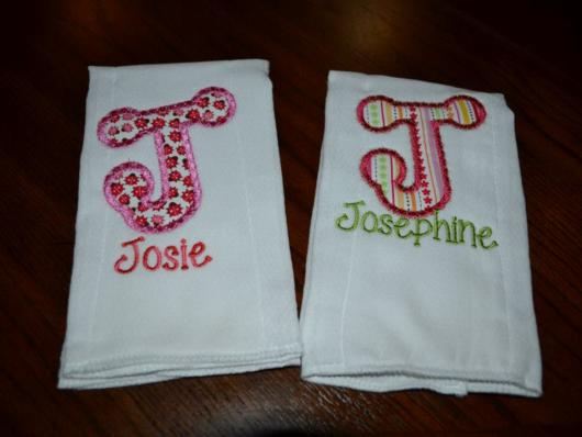 Fraldas bordadas: com nome Josie