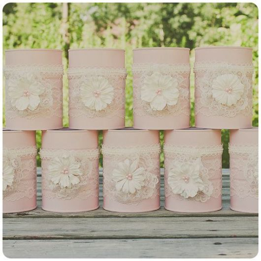 Latas decoradas com renda