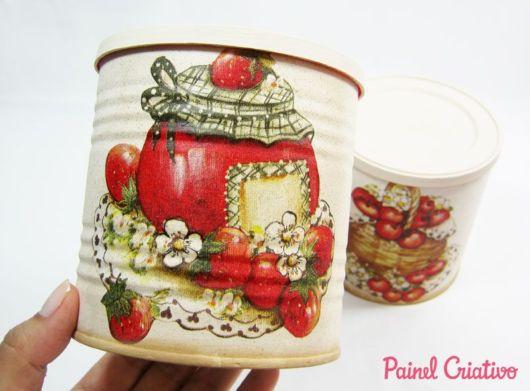 Latas decoradas para cozinha: com tomates