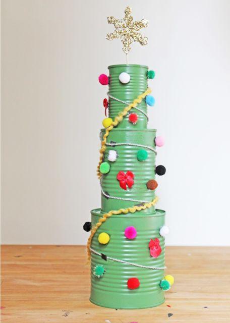 Latas decoradas para Natal com bolinhas