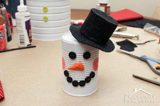 Latas decoradas para Natal: boneco de neve