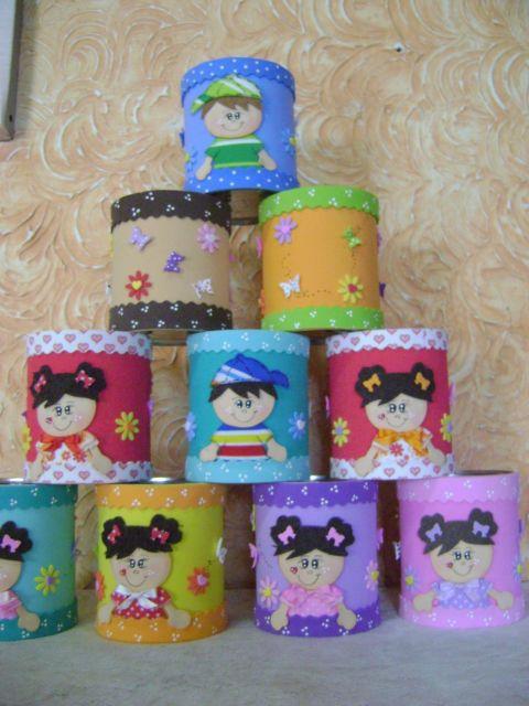 Latas decoradas com Eva e aplique de boneca