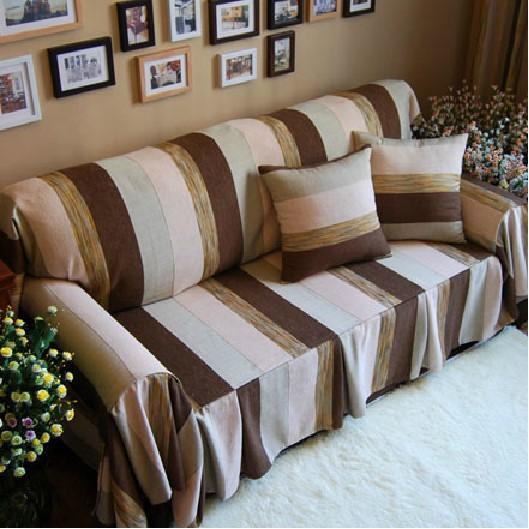 Manta para sofá estampada de branco e marrom.