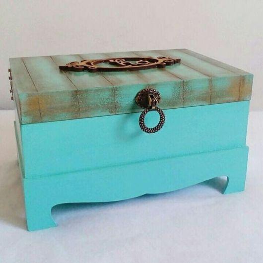 Pátina em MDF: porta bijuteria azul