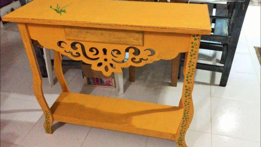 Pátina em MDF: mesa provençal amarela