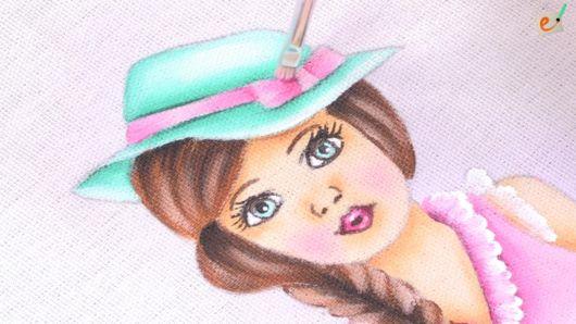 Pintura em tecido: boneca com chapéu azul