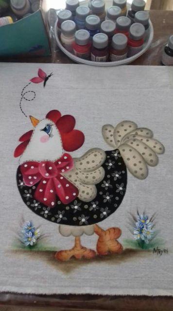 Pintura em tecido: galinha preta e vermelha