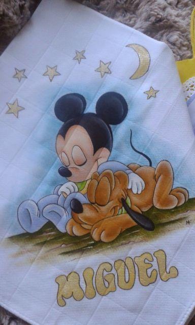 Pintura em tecido: fralda com Mickey baby