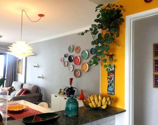 decoração com parede amarela