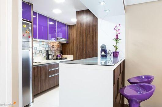 cozinha roxa e marrom